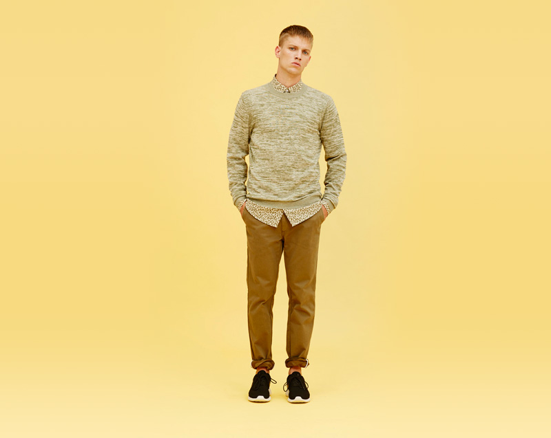 Libertine-Libertine – pánské oblečení – světlý svetr, pískové kalhoty
