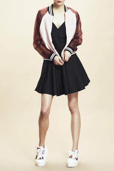 Asli Filinta – černé letní čaty, dámská bunda do pasu