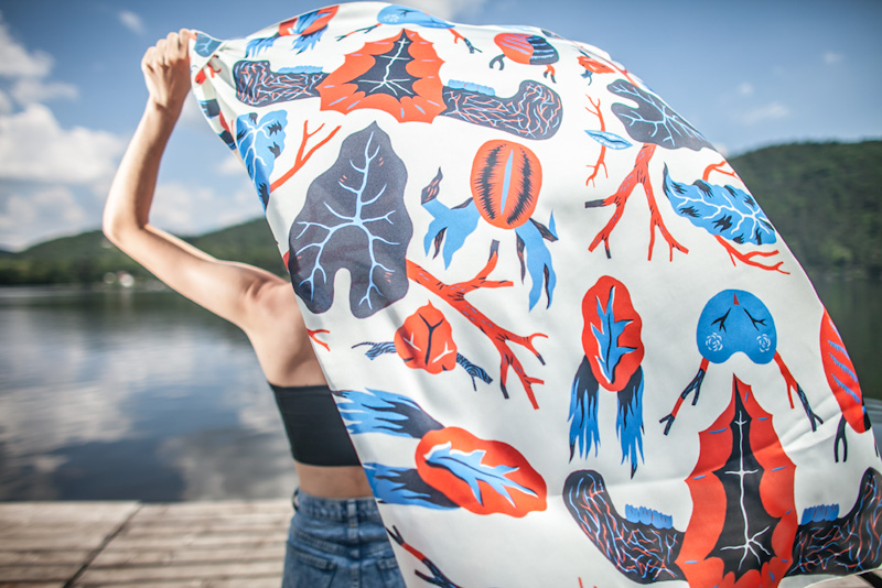 Retart – šátek na krk s ilustracemi, umělé hedvábí | Šátky na krk