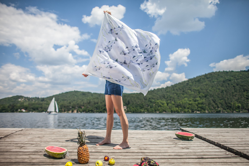 Retart – šátek na krk, rybí motiv, umělé hedvábí | Šátky na krk