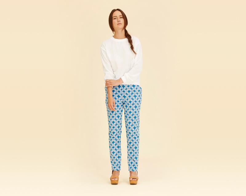 Libertine-Libertine – dámské oblečení – modré kalhoty se vzorem