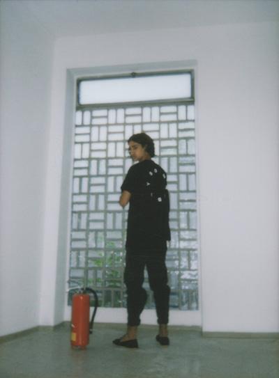 Omniboys – černé triko s potiskem na zádech