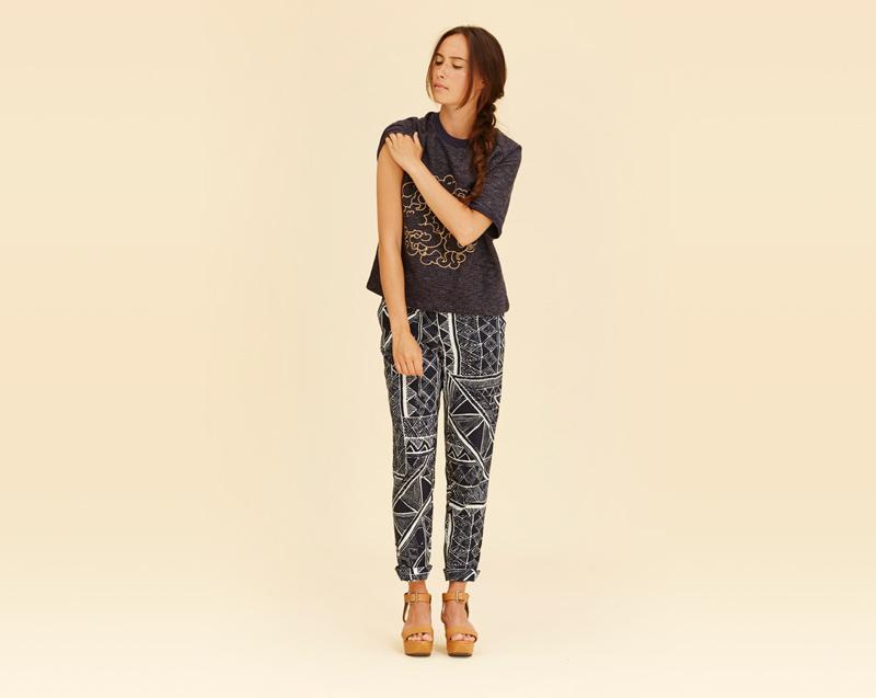 Libertine-Libertine – dámské oblečení – tmavé tričko s potiskem, letní kalhoty se vzorem