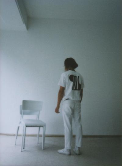Omniboys – bílé tričko, potisk na zádech