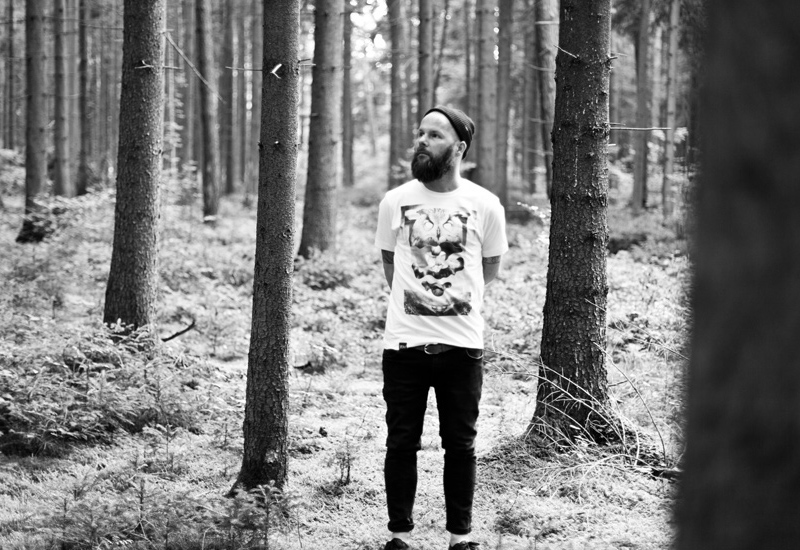 So So Yeah x Falko Ohlmer – bílé tričko se surrealistickým potiskem