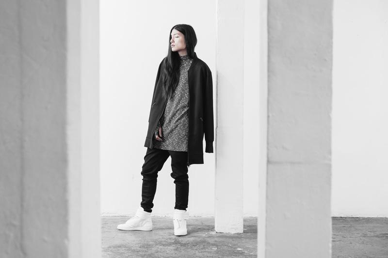 Represent Clothing – dlouhá černá mikina bez kapuce, černé kalhoty joggers s úpletem na nohavicích