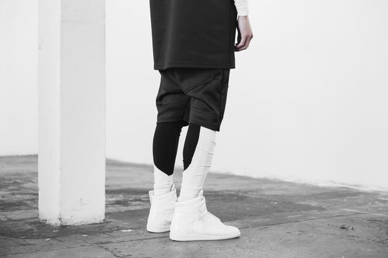 Represent Clothing – černé neoprenové šortky, černobílé legíny