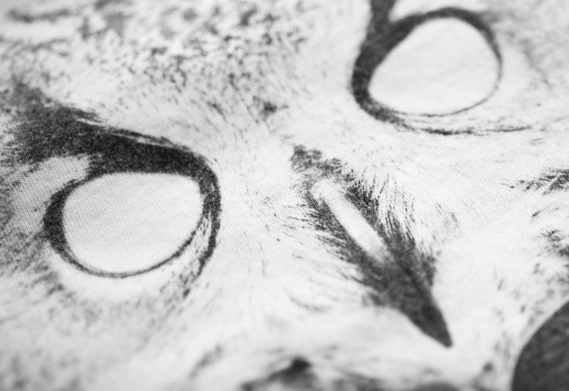 So So Yeah x Falko Ohlmer – detail potisku trička – digitální tisk