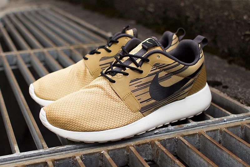 Boty Nike Roshe Run Hyperfuse – Metallic Gold / Black –  zlaté, běžecké