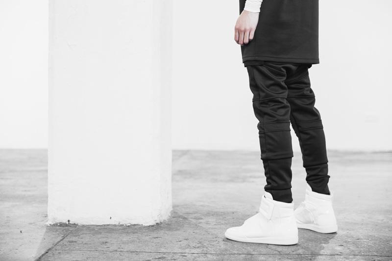 Represent Clothing – černé kalhoty joggers s úpletem na nohavicích