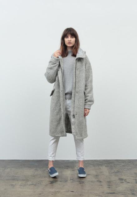 Stussy – dámský kožešinový dlouhý kabát pod kolena, s kapucí, šedý