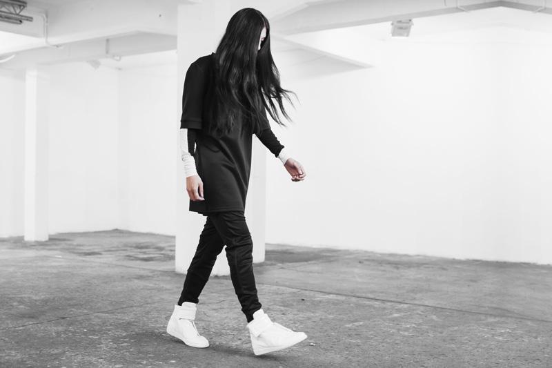 Represent Clothing – černé dlouhé tričko, černé joggers kalhoty