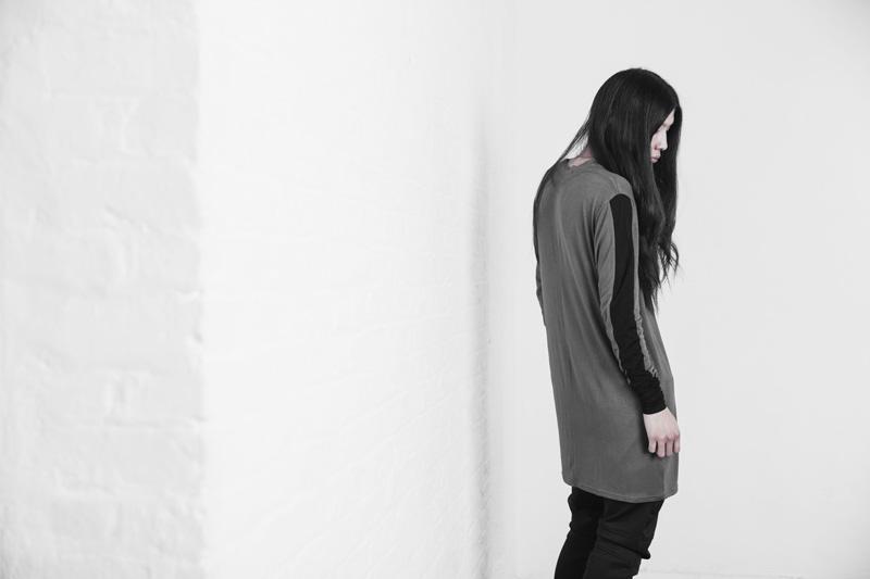 Represent Clothing – dlouhé šedé tričko s dlouhým rukávem