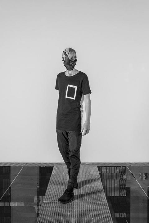 Trinitas – černé tričko s kapsičkou, pánské