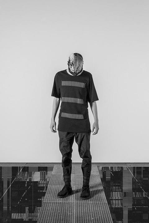 Trinitas – černé tričko s minimalistickým potiskem