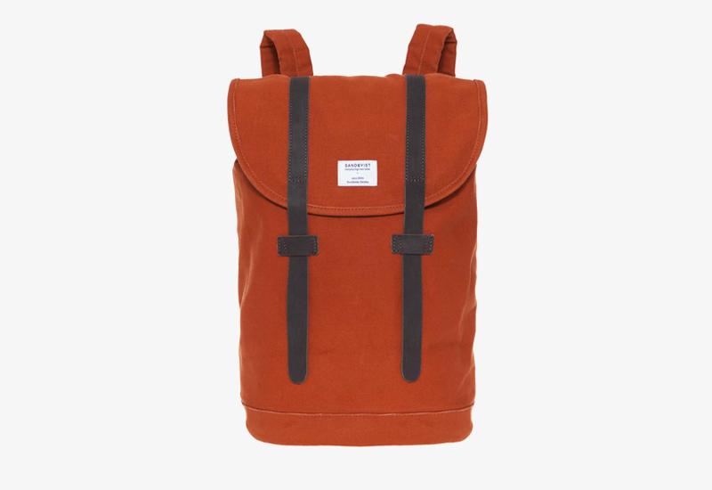 Plátěný batoh na záda – Sandqvist Stig – červený – stylový elegantní batoh, dámský, pánský | Plátěné stylové batohy