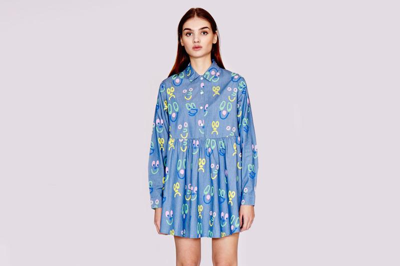 Lazy Oaf – dámské (dívčí) košilové modré šaty s barevnými symboly, s knoflíčky a límečkem | Dámské oblečení