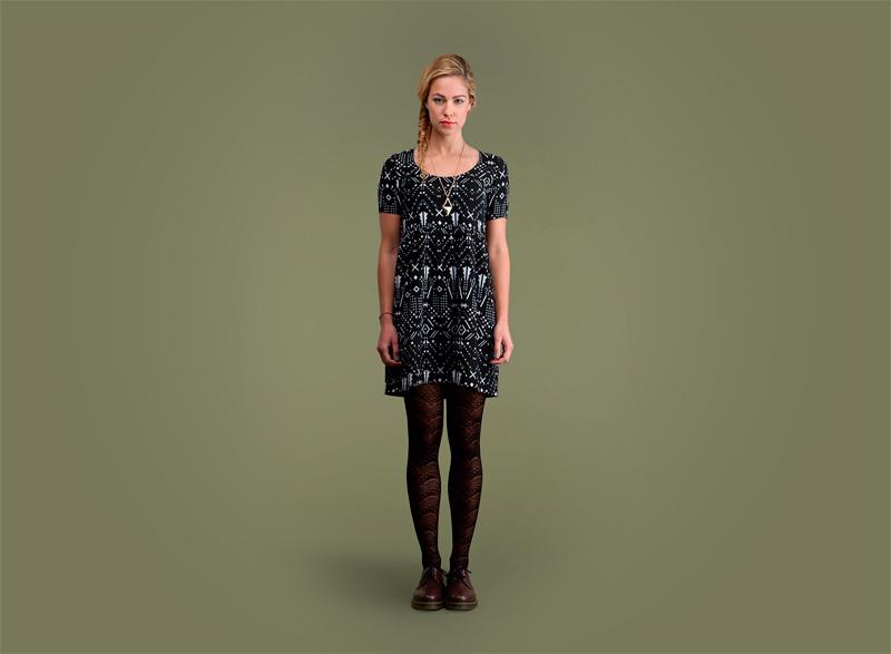 Wemoto – dámské černé šaty se vzorem | Dámské podzimní/zimní oblečení