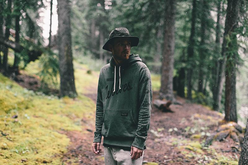 Raised by Wolves – pánská mikina s kapucí – zelená | Pánské podzimní/zimní oblečení