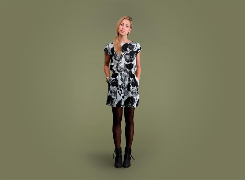 Wemoto – dámské bílo-černé šaty se vzorem | Dámské podzimní/zimní oblečení