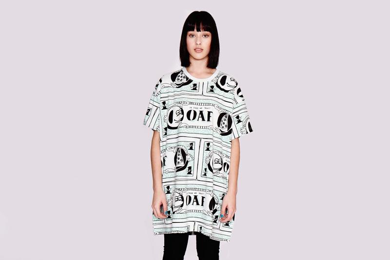 Lazy Oaf – dámské dlouhé volné tričko s grafickými symboly, krátký rukáv | Dámské oblečení
