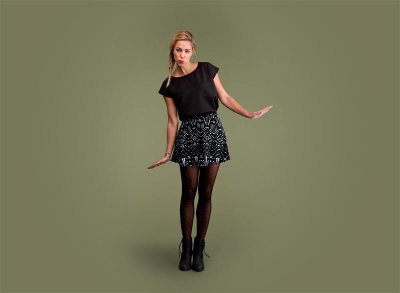 Wemoto – černé dámské tričko s kapsičkou, sukně se vzorem | Dámské podzimní/zimní oblečení