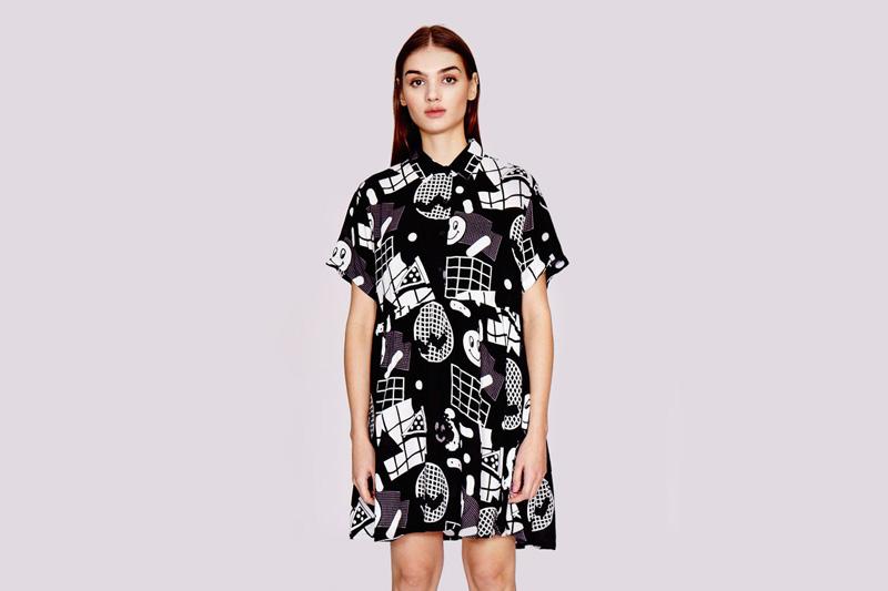 Lazy Oaf – dámské (dívčí) černé podzimní/letní šaty s grafickými ikonami/symboly, s knoflíčky a s límečkem | Dámské oblečení