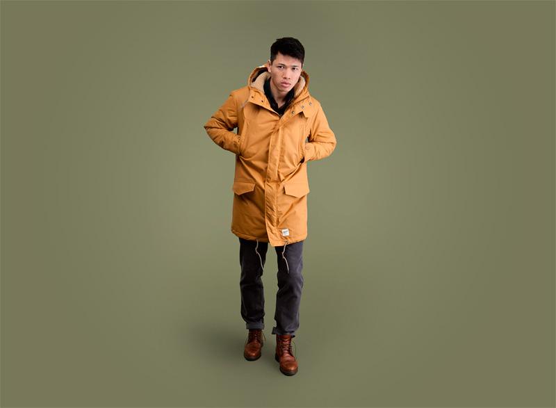 Wemoto – pánská žlutá zimní bunda (parka) s kapucí, tmavě šedé pánské kalhoty | Pánské podzimní/zimní oblečení