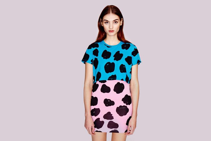 Lazy Oaf – dámské růžovo-modré šaty podzimní/letní s černými skvrnami | Dámské oblečení