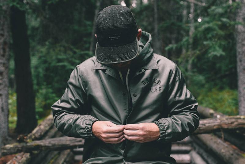 Raised by Wolves – podzimní nepromokavá bunda – pánská, tmavě zelená | Pánské podzimní/zimní oblečení