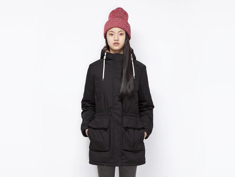 Ucon Acrobatics – dámská zimní bunda/parka s kapucí s kožíškem, černá | Dámské značkové oblečení