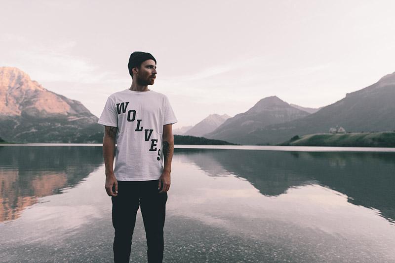 Raised by Wolves – bílé tričko s potiskem | Pánské podzimní/zimní oblečení