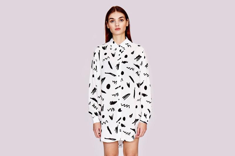 Lazy Oaf – dámská bílá dlouhá košile s černými symboly | Dámské oblečení