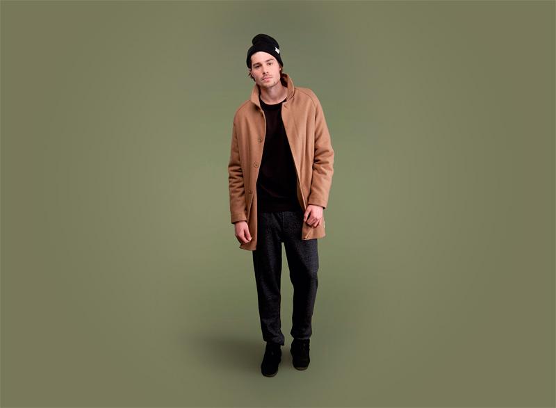 Wemoto – hnědý pánský kabát s knoflíky, černé tepláky/kalhoty | Pánské podzimní/zimní oblečení
