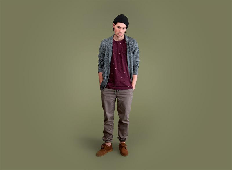 Wemoto – tmavě šedý pánský svetr s knoflíky – melír, pánské kalhoty joggers s gumou v nohavicích, bordó (vínové) tričko | Pánské podzimní/zimní oblečení