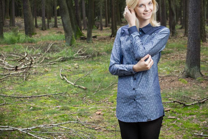 Pattern – dámská modrá košile s kytičkovým vzorem | Dámské oblečení