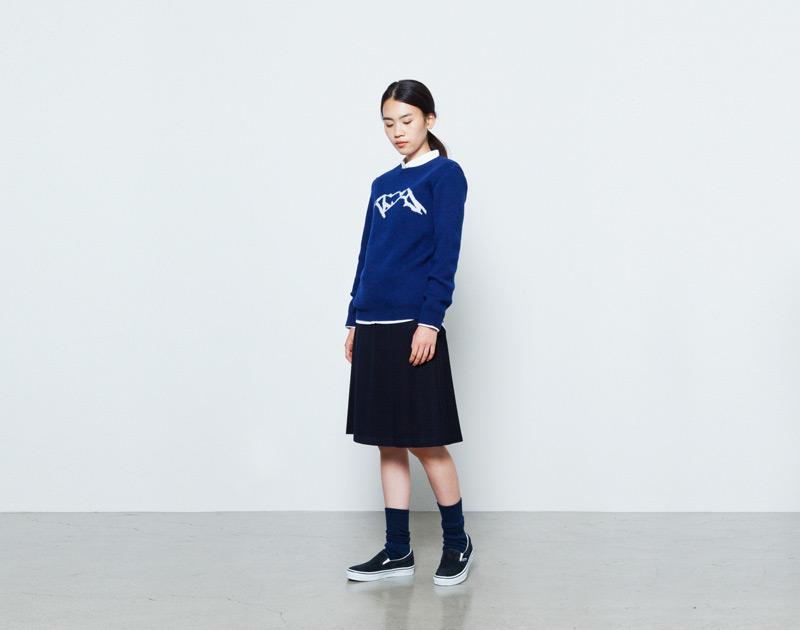 Aloye – dámský modrý svetr s motivem hor | Japonská móda