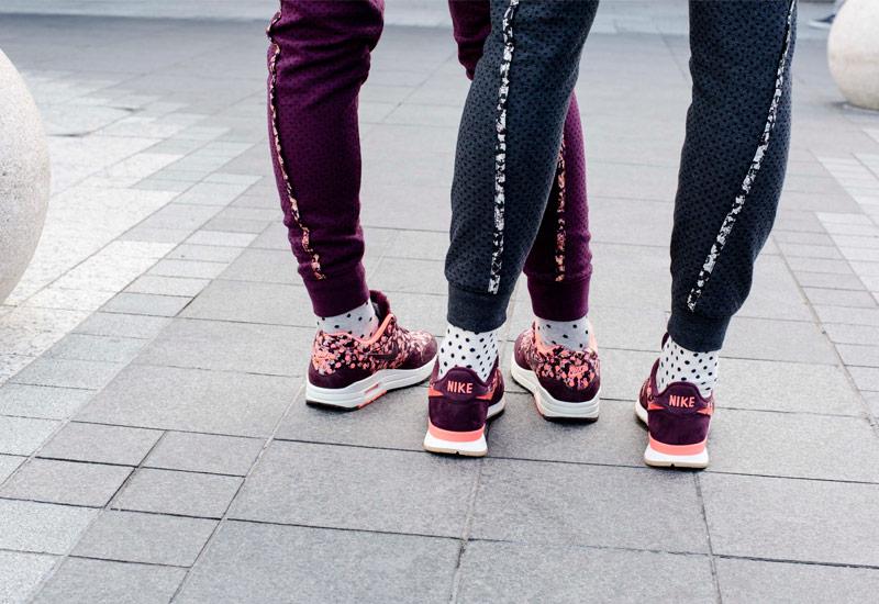 Boty Nike x Liberty – Internationalist, Air Max 1, vínové, fialové, šedé, tepláky | Dámské sportovní oblečení, tenisky