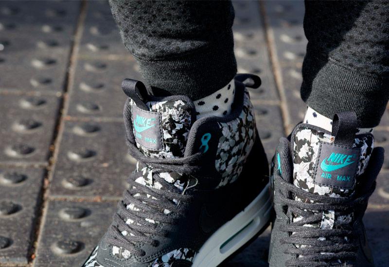 Boty Nike x Liberty – Air Max 1 Sneakerboot, se vzory, černé | Dámské kotníkové tenisky