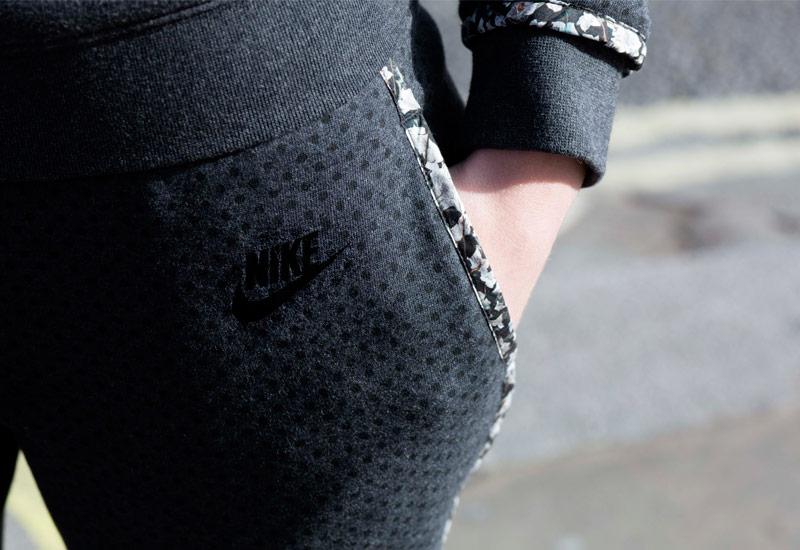 Nike x Liberty – stylové tepláky | Dámské oblečení, tenisky
