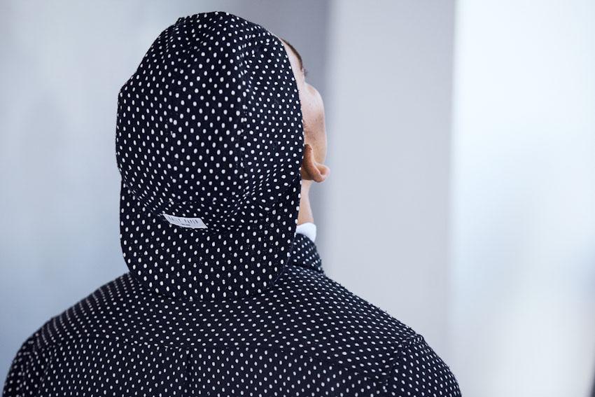 Daily Paper – snapback kšiltovka, černá s bílými tečkami | Pánské podzimní a zimní oblečení