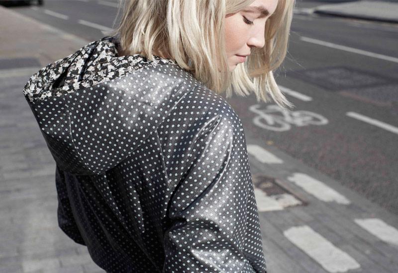 Boty Nike x Liberty – dámská bunda, sportovní, šedá, s kapucí | Dámské sportovní oblečení