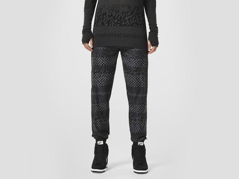 Nike – dámské tepláky, dámské, sportovní, stylové, černé, běžecké kalhoty, reflexní prvky | Color Block