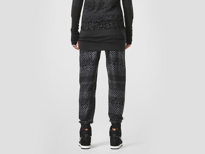 Nike – dámské stylové tepláky, sportovní, černé, běžecké kalhoty, reflexní prvky | Color Block