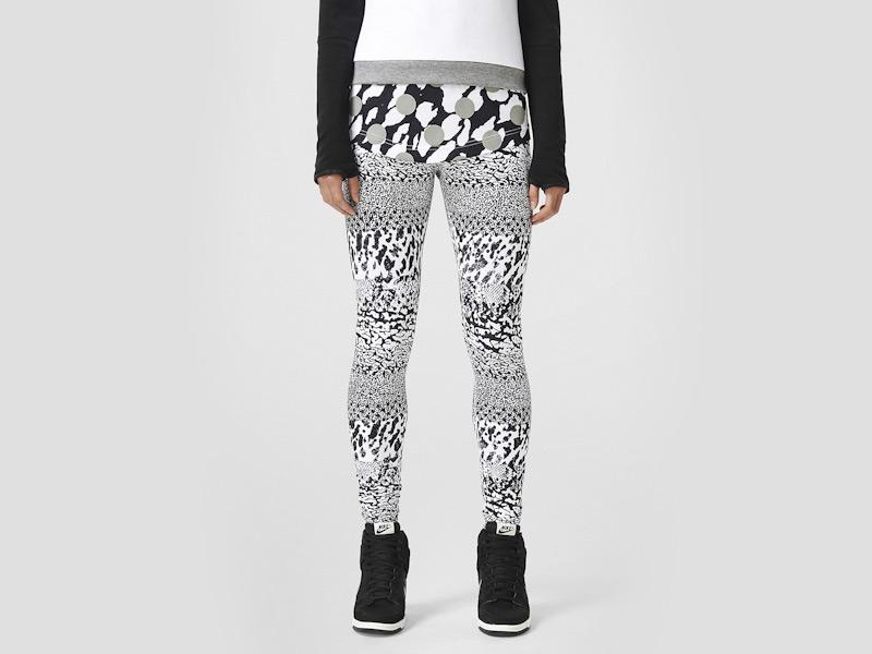 Nike – dámské legíny se vzorem, běžecké, černo-bílé | Color Block