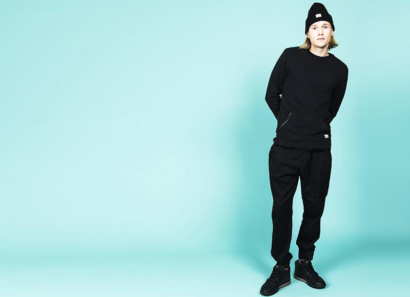 RVLT (Revolution) – pánská černá mikina, černé kalhoty joggers s gumou na nohavicích | Pánské značkové oblečení, móda