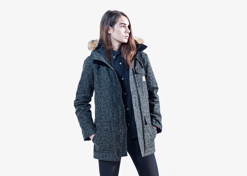 Carhartt WIP – dámská zimní bunda (parka) s kapucí s kožíškem, leopardí, gepardí vzor, tmavě zelená | Dámské značkové podzimní/zimní oblečení
