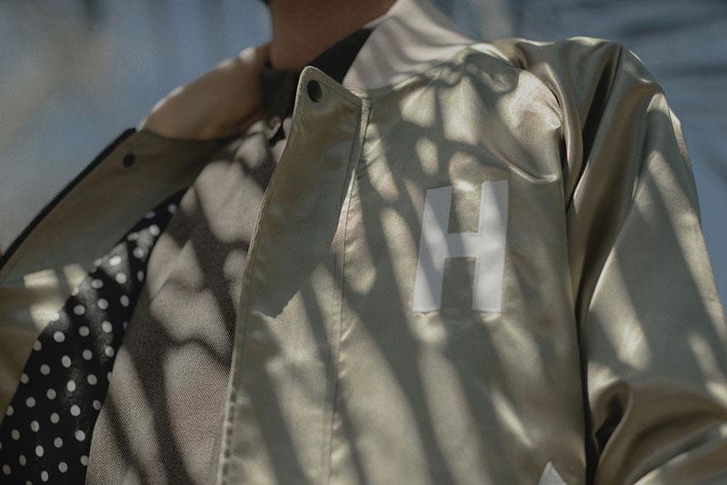 Hotel 1171 – bunda zlaté barvy – pánská, lesklá | Pánské značkové oblečení