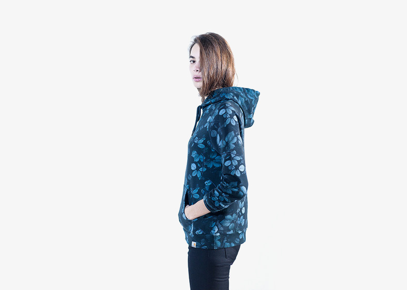 Carhartt WIP – dámská modrá mikina s rostlinným vzorem a kapucí, celopotisk | Dámské značkové podzimní/zimní oblečení