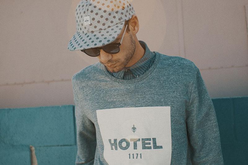 Hotel 1171 – šedá mikina s potiskem | Pánské značkové oblečení